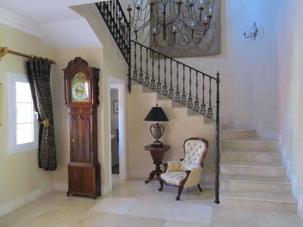 Casa Roble Entrance hall