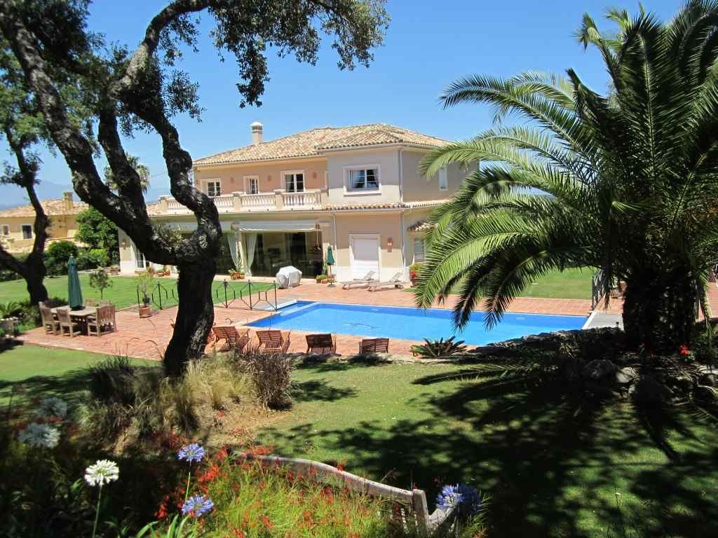 Spanish Villa with large private pool - Casa Roble San Roque Club